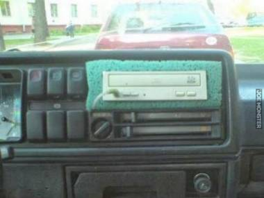 Przerzucił się z przedpotopowych kaset na nowoczesny napęd CD