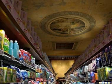 Supermarket w starym weneckim teatrze