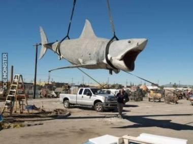 Po spędzeniu ponad 25 lat na wysypisku ostatni z rekinów z filmu Szczęki został przeniesiony do muzeum