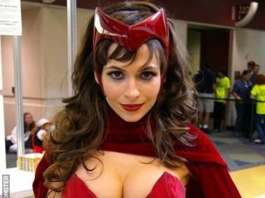 Cosplay komiksowej wersji Scarlet Witch