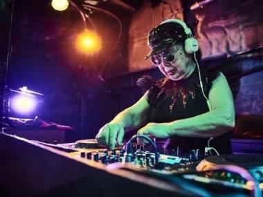 Najstarsza zawodowa DJka na świecie 84-letnia Sumiko Iwamuro rezyduje w Shinjuku w Tokio