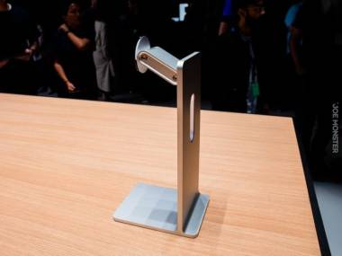 Apple zaprezentowało nową aluminiową nogę do monitora... Będzie kosztowała 999 dolarów. Chyba ich poźrebiło