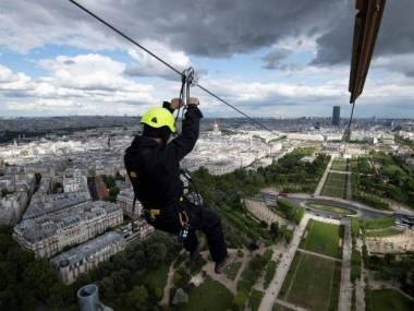 Zjazd tylko dla odważnych z Wieży Eiffela