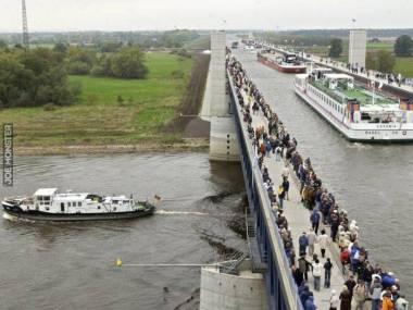 Tak wygląda skrzyżowanie kanałów w Magdeburgu