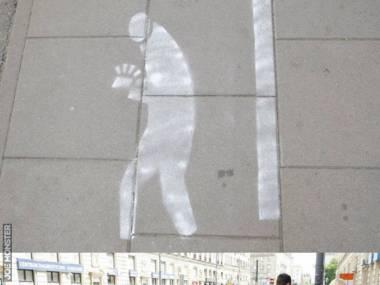 W Warszawie powstał pas ruchu dla gapiących się w telefon
