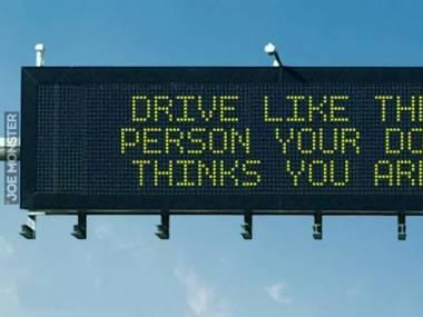 Znak bezpieczeństwa na autostradzie z Arizony