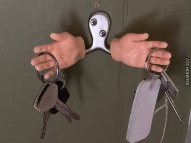 Pomocna dłoń w szukaniu kluczy do mieszkania