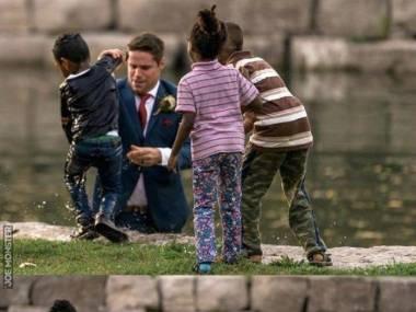 Podczas sesji ślubnej pan młody uratował tonące dziecko