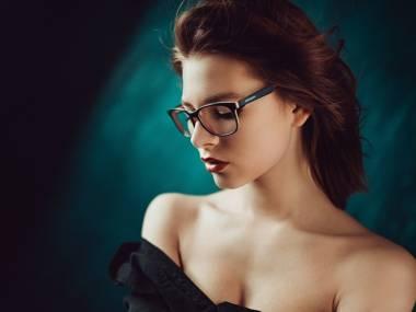 Ślicznotka w okularach