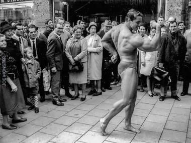 Arnold w Monachium przechadzał się po mieście reklamując swoją siłownię. Rok 1967