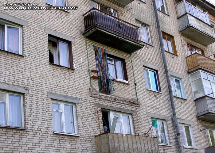 Такой жары даже балконы не выдерживают (2 фото).